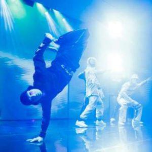 mgm-grand-entertainment-jbwkz-dancer-foot-grab-blue-light.jpg.image.550.325.high